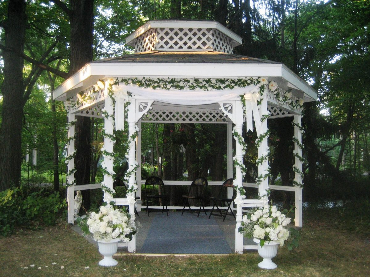 DIY Ideas for decorating the perfect wedding gazebo - The Secret Garden